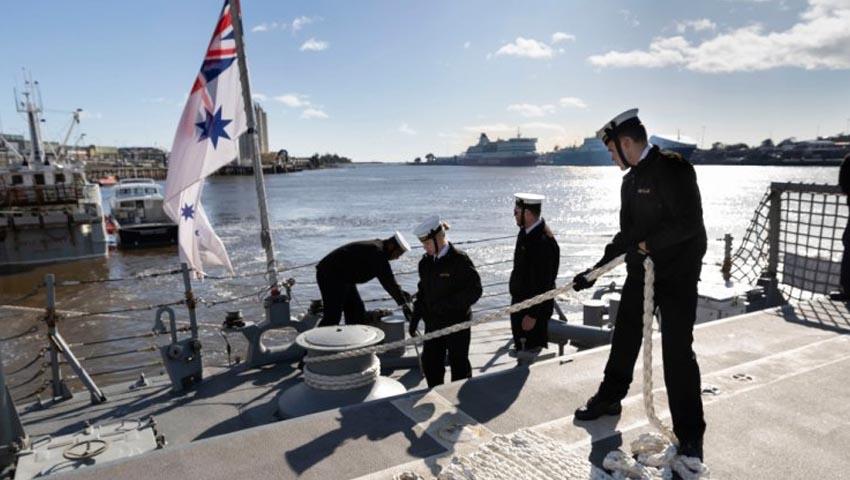 HMAS_Melbourne_Devonport.jpg