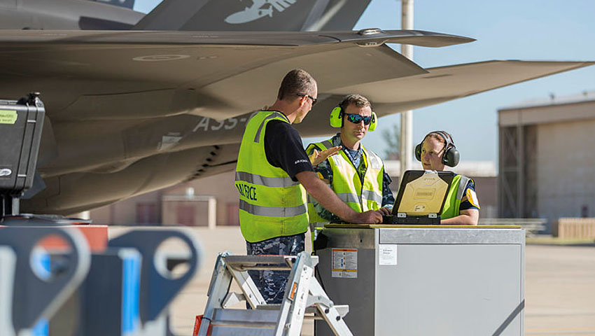 Air-Force-F-35-maintainers.jpg