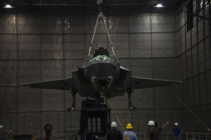 F-35-Stealth-skin-testing.jpg