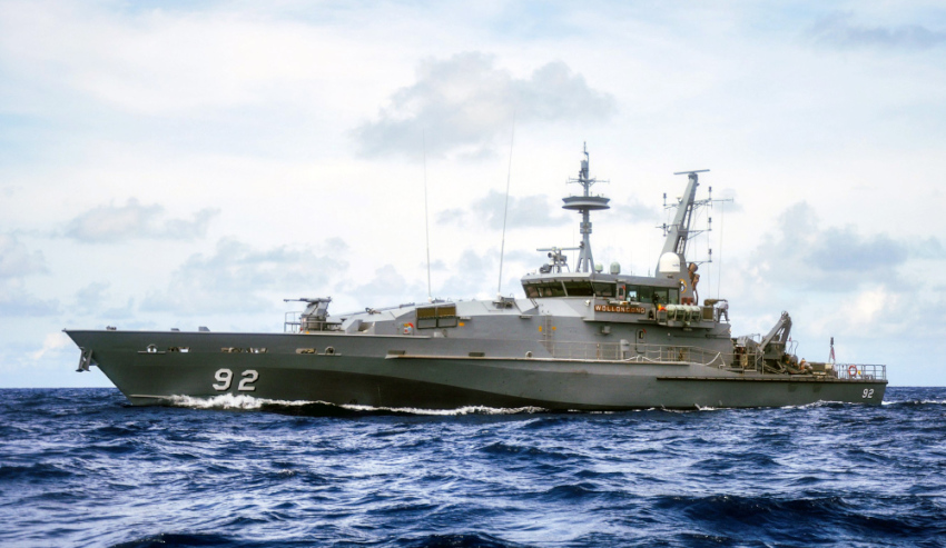 Armidale-HMAS-Wollongong.jpg