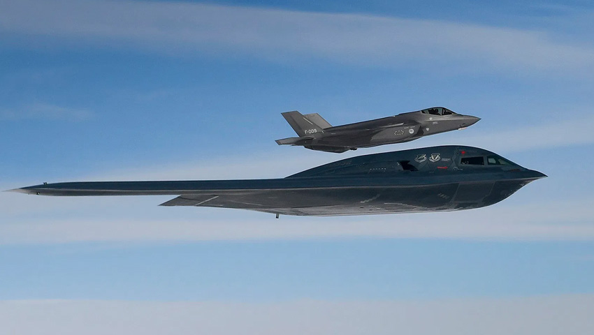 B-2_Spirit_F-35.jpg