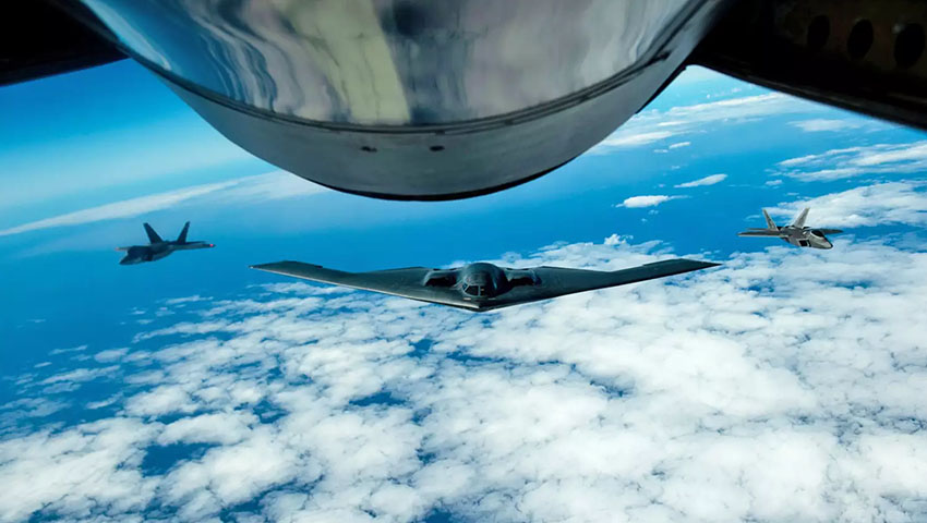 B-2_Spirit_with_Raptor_escorts.jpg
