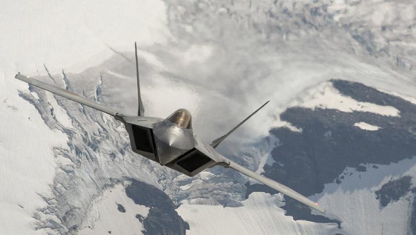 F-22_Raptor_Alaska_Front_on.jpg