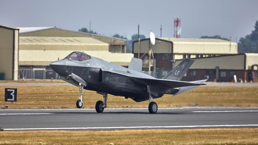 F-35_Lighting_Takeoff_850_dc.jpg