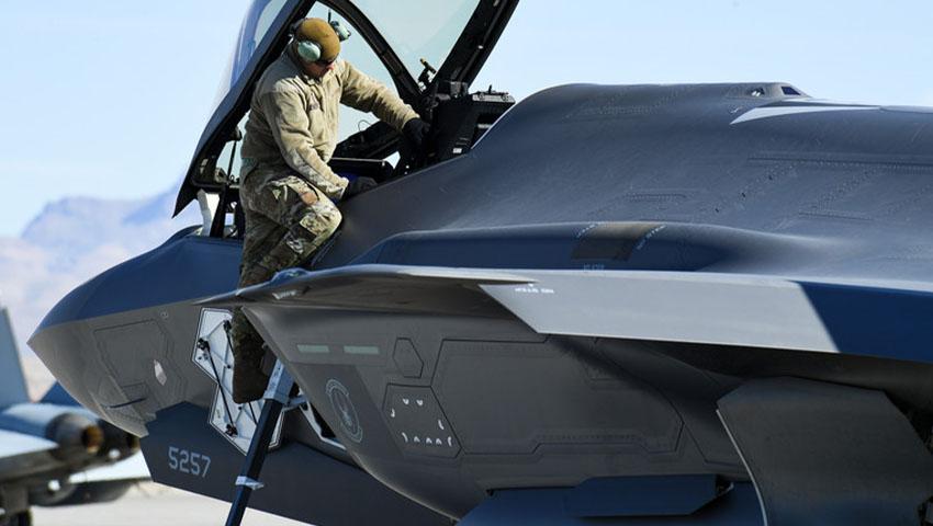 F-35_Maintainer_USAF.jpg