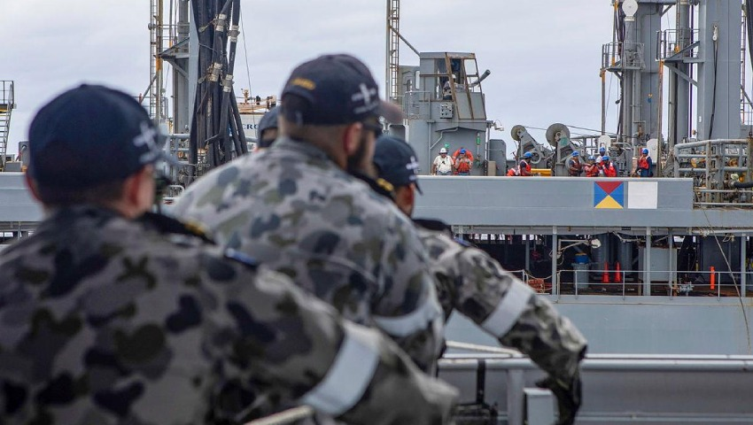 HMAS-Ballarat-_refuel-dc.jpg