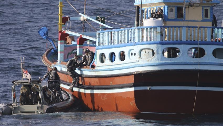 HMAS-Ballarat-seize-drugs.jpg