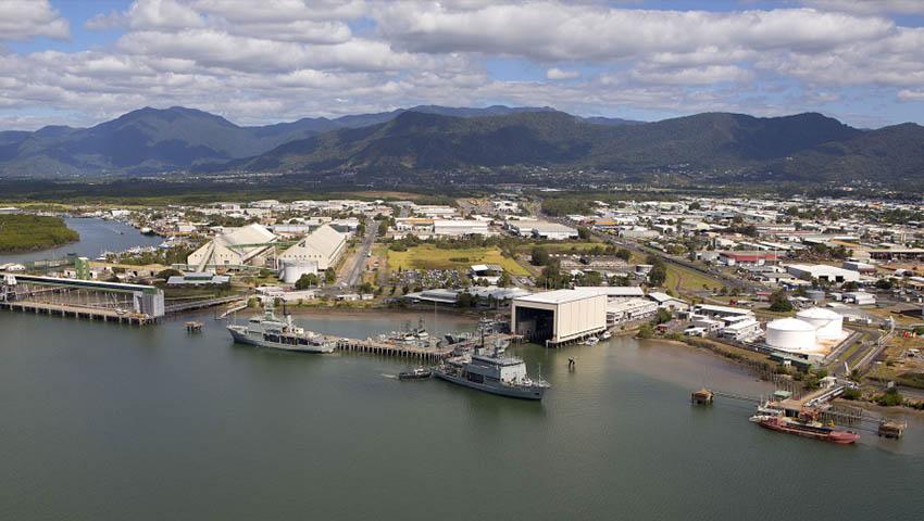 HMAS-Cairns.jpg