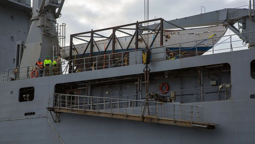 HMAS-Choules-delivers-yacht.jpg