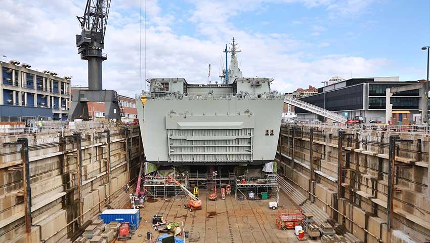 HMAS_Adelaide_in_Dry_Dock.jpg