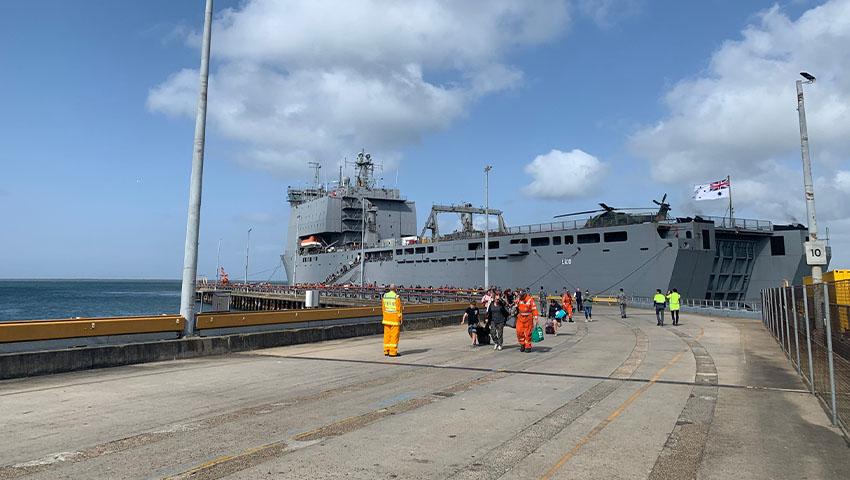 HMAS_Choules_Mallacoota.jpg