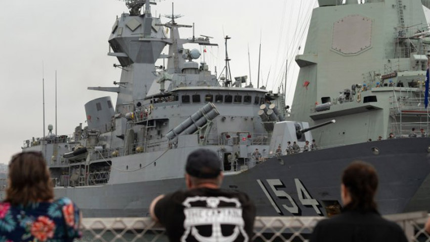HMAS_Parrammatta_Departs.jpg