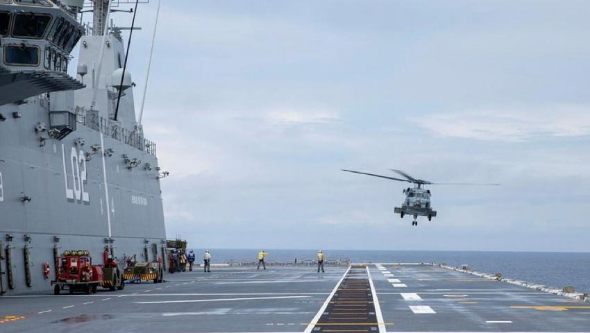 MH-60R_HMAS-Canberra_dc.jpg
