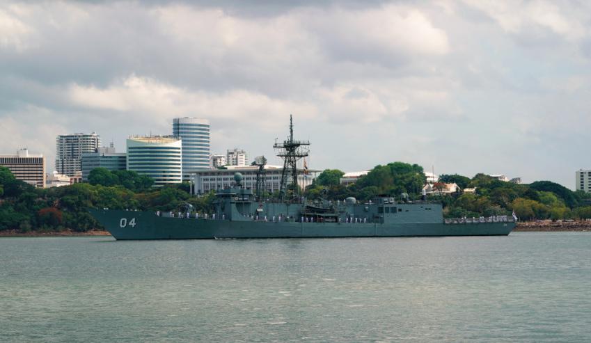 HMAS-Darwin-in-Darwin.jpg