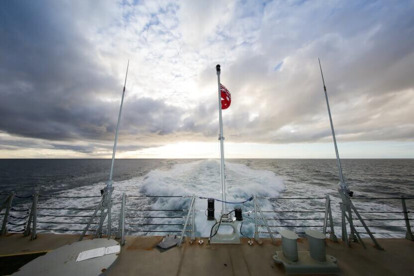 RS39877_Rear_view_HMAS_Hobart.jpg-alt_402.jpg