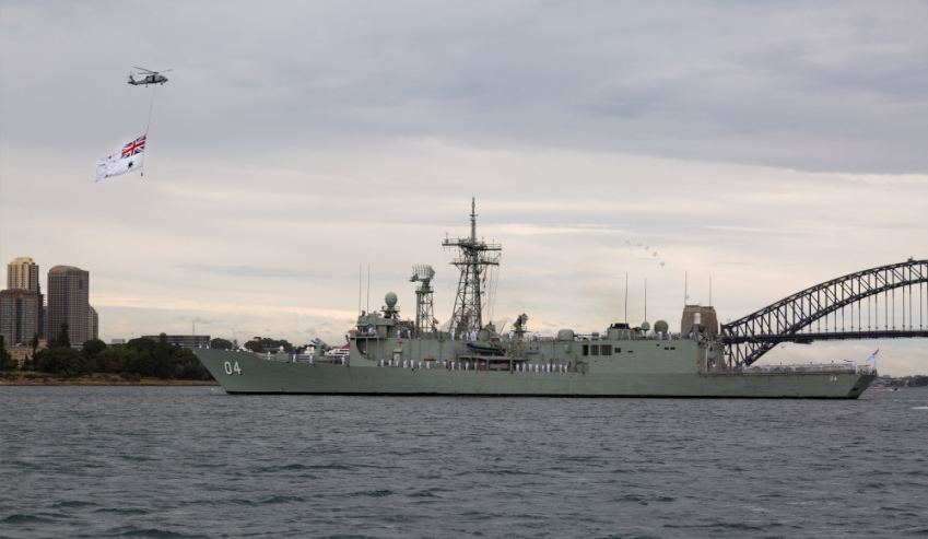 Seahawk-and-HMAS-Darwin.jpg