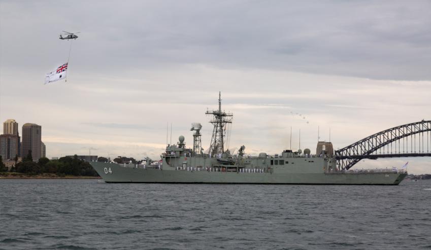 Seahawk-and-HMAS-Darwin.jpg
