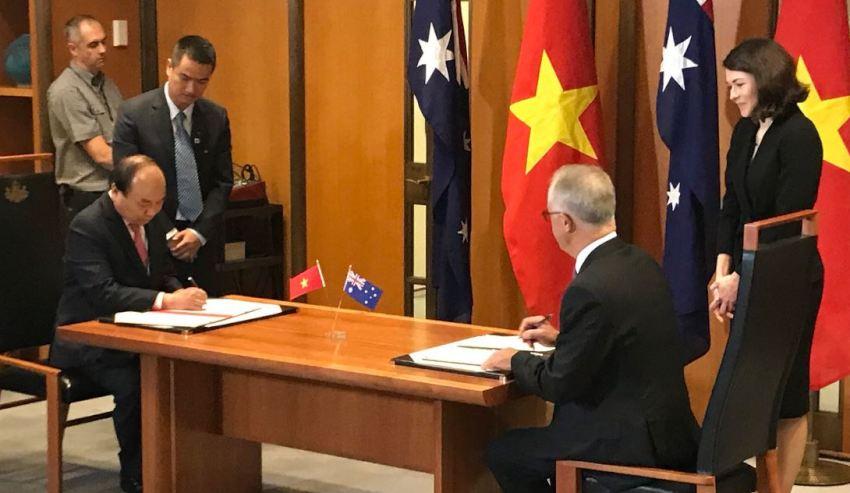 AusVietnam-signing.jpg