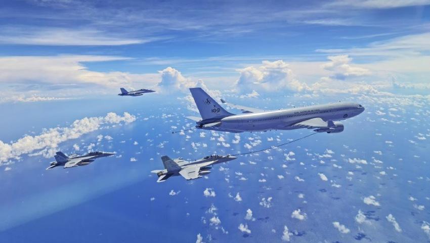 RAAF_KC-30A_refuel_No6-Squadron_EA-18G_Growler_dc.jpg