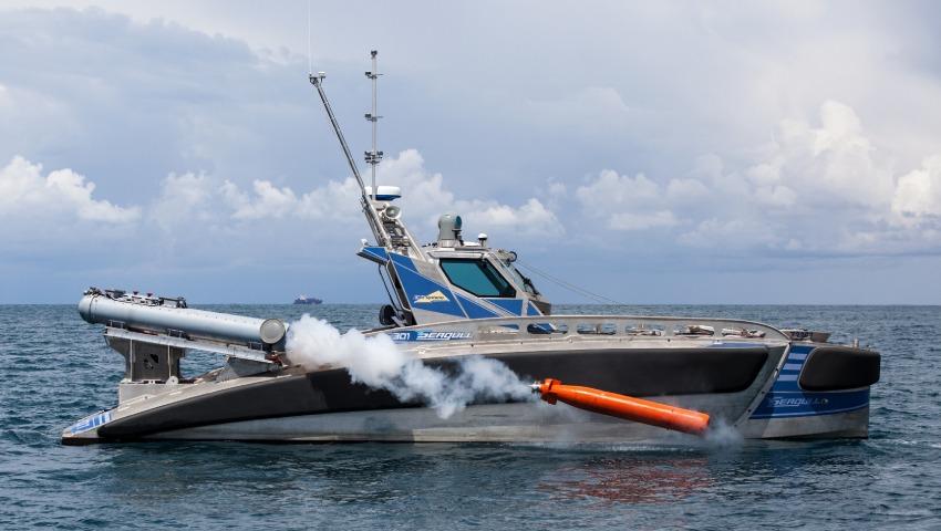 Seagull_USV_launching_a_Torpedo_dc.jpg