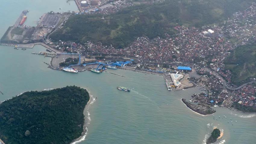 Sunda_Strait.jpg