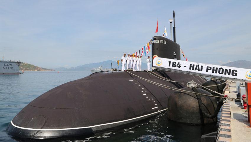 Vietnamese_Kilo_class_Submarine.jpg