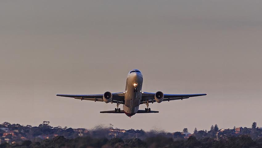 plane-takeoff-Sydney-Airport.jpg